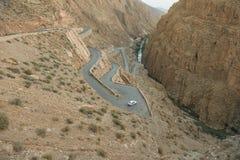 Straße auf hohen Atlasmarokkaner Stockfotografie