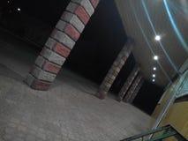 Straße auf Nacht lizenzfreie stockfotografie
