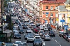 Straße auf Rand Lizenzfreie Stockbilder