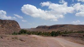 Straße auf Wüste lizenzfreies stockbild