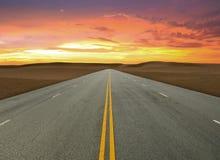 Straße auf Wüste Lizenzfreies Stockfoto