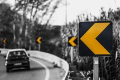 Straße biegen nach links ab lizenzfreie stockfotografie