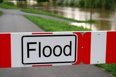 Straße blockierte wegen der Flut Stockbilder