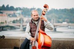 Straße Busker, der Jazzlieder auf dem Charles durchführt Stockfotos