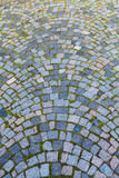 Straße cobbled durch Steinblöcke Stockbild