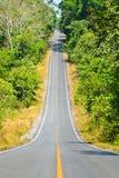 Straße in das Tal stockfotografie