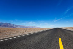 Straße in Death Valley Stockbilder