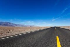 Straße in Death Valley Stockbilder