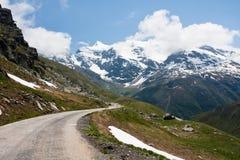 Straße in den französischen Alpen Stockfoto