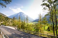 Straße in den Schweizer Alpen Lizenzfreies Stockbild