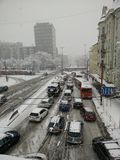 Straße in den starken Schneefällen Lizenzfreie Stockbilder