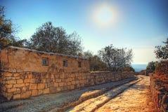 Straße in der alten Stadt dehnt in den Abstand aus Sonnenuntergang landsc Lizenzfreie Stockfotos