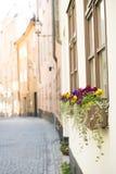 Straße in der alten Stadt Stockholm Stockbild