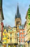 Straße in der alten Stadt von Aachen, Ansicht zur Kathedrale deutschland Lizenzfreies Stockbild