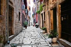 Straße in der alten Stadt von Rovijn, Kroatien Lizenzfreie Stockfotos