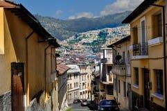 Straße in der historischen Mitte von Quito, Ecuador Lizenzfreie Stockfotos