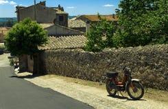 Straße der italienischen Stadt Bolsena Lizenzfreie Stockbilder