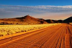 Straße in der Kalahari-Wüste Stockfotos