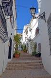 Straße in der Mitte von Altea in Spanien lizenzfreie stockbilder