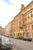 Straße in der Mitte von St Petersburg Lizenzfreie Stockbilder