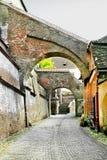 Straße in der mittelalterlichen Art in Sibiu, Rumänien stockfotos