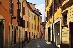 Straße in der Mittelmeerstadt - Italien Stockfotografie