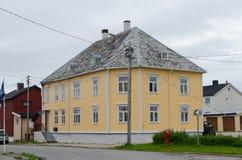 Straße in der norwegischen Stadt Vardo stockfotografie