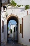 Straße in der Stadt Lindos Stockbild