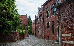 Straße der typischen Häuser vom Groot Begijnhof Stockfotografie