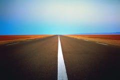 Straße in der Wüste stockfotos
