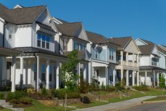 Straße der Wohnhäuser Lizenzfreie Stockfotos
