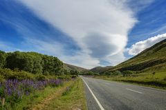 Straße des ländlichen Gebietes, Neuseeland, Canterbury, Südinsel stockfoto