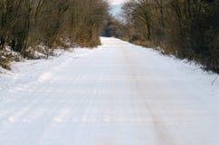 Straße des verschneiten Winters Stockbilder