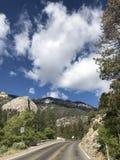 Straße in die Berge Lizenzfreie Stockfotografie