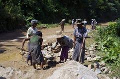Straße, die in Birma konstruiert Stockfotografie