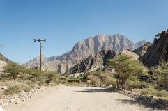 Straße, die durch ein Tal führt Lizenzfreie Stockbilder