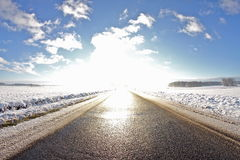 Straße in die Sonne lizenzfreies stockbild