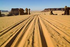 Straße in die Wüste Lizenzfreie Stockfotos