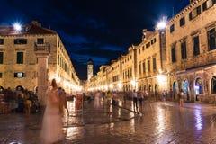 Straße Dubrovniks Kroatien Stradun während Dämmerungs-Sonnenuntergang-Sommers V lizenzfreie stockfotografie