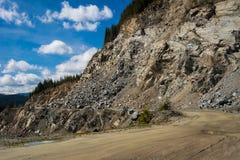 Straße durch Berg in Rumänien Stockbilder