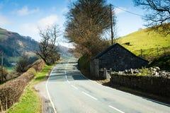 Straße durch die Nord-Wales-Landschaft Lizenzfreie Stockfotos