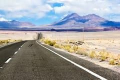 Straße durch die Wüste Lizenzfreie Stockfotos