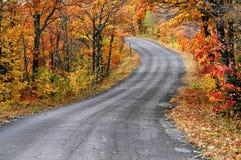 Straße durch Herbst Lizenzfreies Stockbild
