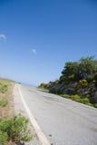 Straße durch Landschaft Lizenzfreie Stockfotografie