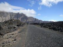 Straße durch Lavafeld Stockfoto