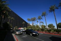 Straße durch Luxor-Hotel Stockfotos