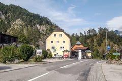 Straße eines Dorfs in Österreich Stockfotos