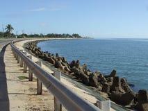 Straße entlang der Küste stockfoto