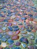 Straße gepflastert mit den Kopfsteinen lizenzfreie stockfotografie
