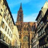 Straße geschossen von Straßburg-Kathedrale Stockfotografie